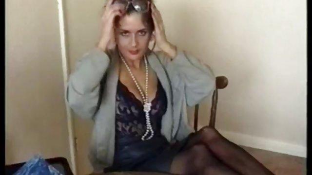 Az érett asszony betanítja a srácot - xxx videók ingyen